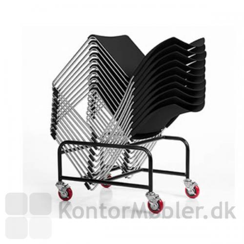 I alt 39 Sting stole kan stables på trolley