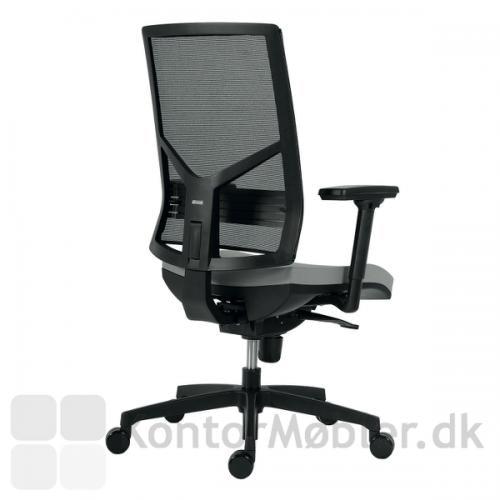 Omnia kontorstol med sort net ryg
