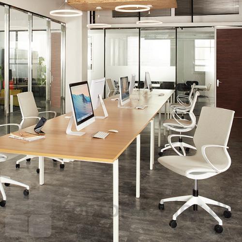Vision kontorstol har nem indstilling, så stolen egner sig til skiftende brugere