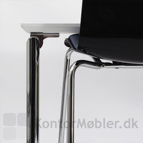 Kantinebord i enkelt stramt design