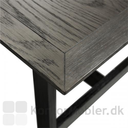 Dumas mødebord med gråbejdset egefinér bordplade med flot kant