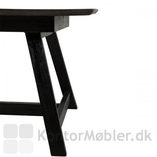 Dumas mødebord med sortbejdset akacietræben