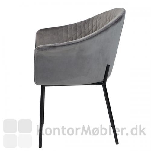 Kite stol med armlæn, har syninger på indersiden af ryggen