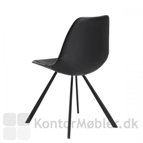 Pitch stolen har et enkelt og stilrent design