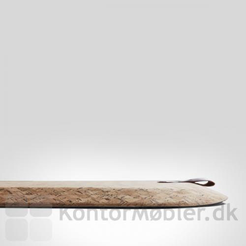 StandUp Cork er behagelig at stå på både med og uden sko. Praktisk ophængning medfølger.