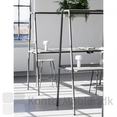Four Real A miljøbord med stel i varm grå