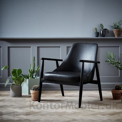 Saga Loungestol i sort vintage kunstlæder og sorte ben i asketræ