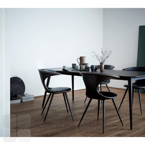 Flair stol med sorte ben og polstring i sort læder