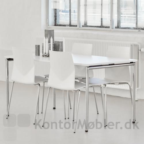 Four Eating kantinebord med krom ben, kombineret med Four Cast kantinestol