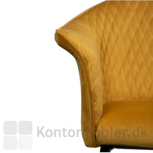 Kite barstol, indersiden af sædet er dekoreret med syninger