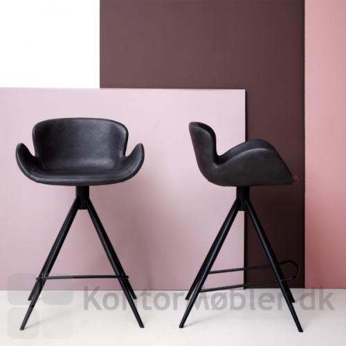 Gaia barstol i sort kunstlæder og med sorte ben