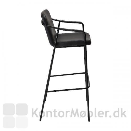 Boto barstol i sort vintage kunstlæder her set fra siden med det flotte sorte stel og klassiske design