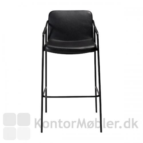 Boto barstol i sort vintage kunstlæder set forfra, retro stilen er tydelig.