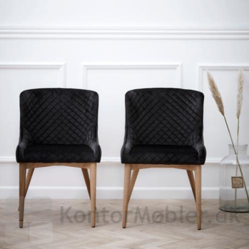 Vetro stol polstret med sort velour, med ben i egetræ