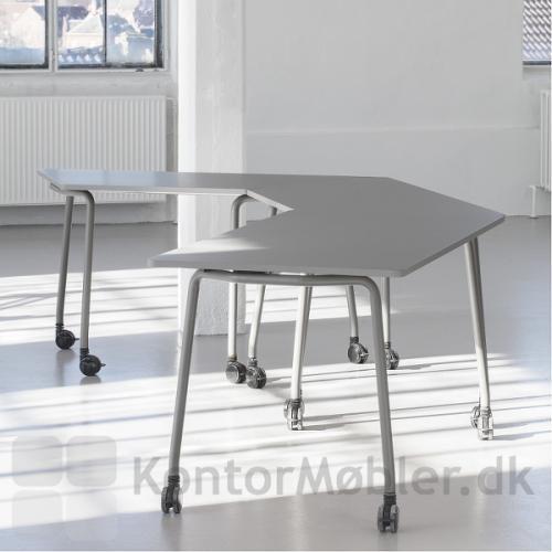 Four Fold flip top bord er nemt at flytte og sætte sammen til nye grupper