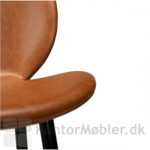 Cloud counterstol i lysebrun vintage kunstlæder og sorte ben. Dansk design når det er bedst.