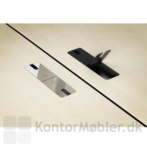 Delta hæve sænkebord i ahorn, her et closeup af de elegante kabelklapper i henholdsvis krom og sort.