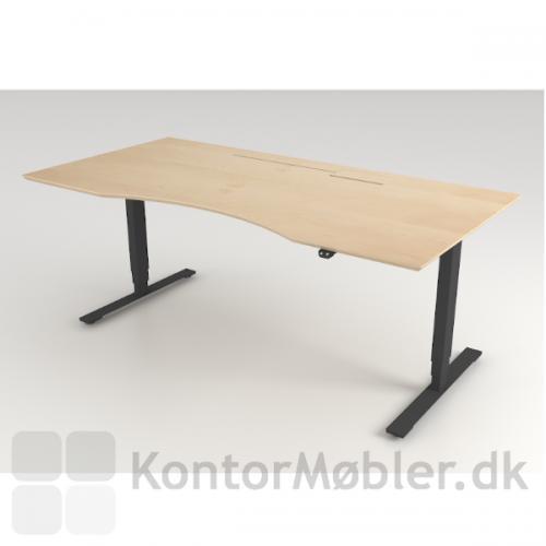 Delta hæve sænke bord med sort stel og bordplade i ahorn. Dette bord har luge med slids i højre side.