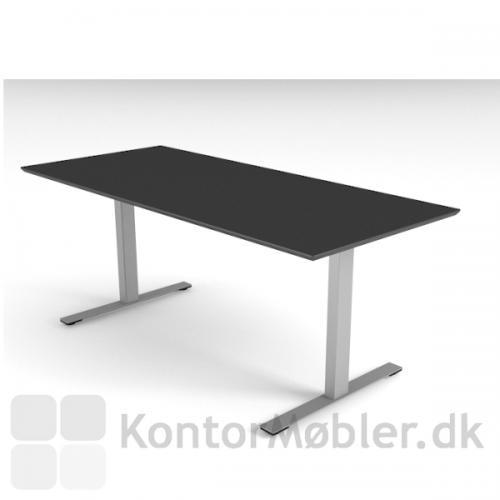 Delta hæve sænke bord med sort bordplade og alu stel.