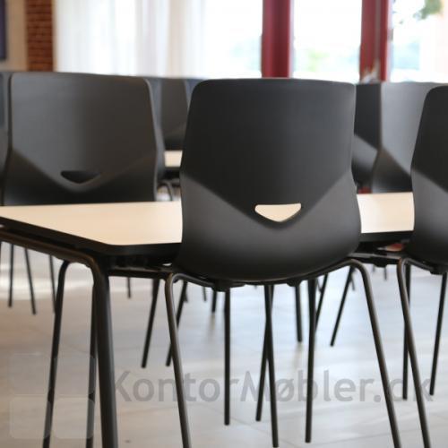 Four Sure kantinestol med praktisk gribehul, som kan tilkøbes til stolene uden polstring