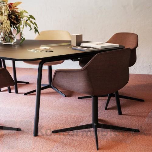 FourMe mødestol med fuldpolstring og god siddekomfort