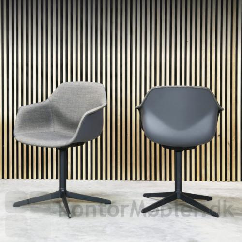 FourMe mødestol med inderside polstring og sort fodkryds