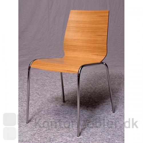 Spela stol med krom ben og skal i bøgefiner.