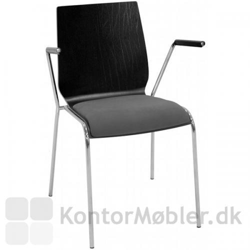Spelastol med armlæn. Ses her i sort og med krom stel samt grå sædepolstring.