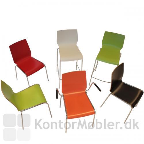 Spela lamineret træskal stol fås i flere farver og med forskellige polstringstyper samt med og uden armlæn.