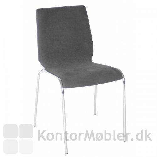 Spela stol med grå fuldpolstring og krom stel.