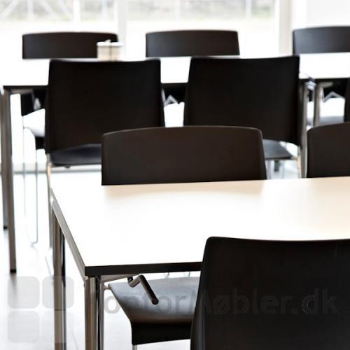 Sting mødestol er en let stol med god siddekomfort.