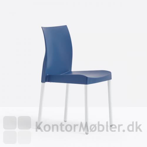 Ice stolen i en flot blå farve