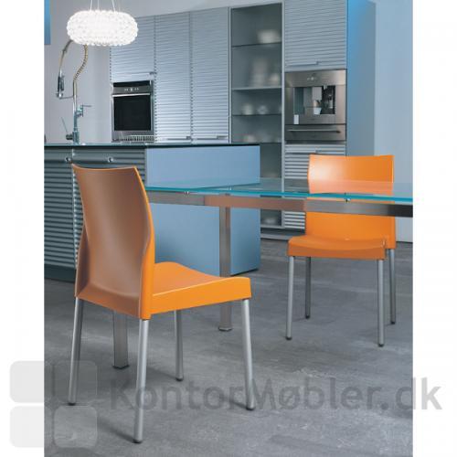 ICE kantinestol er en enkel og stilren stol.