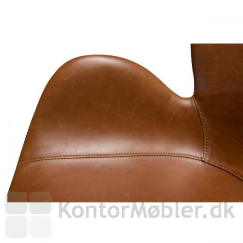 Sæde, ryg og armlæn går ud i ét. Tilsammen giver det den smukkeste kontorstol til hjemmekontoret du kunne ønske dig.