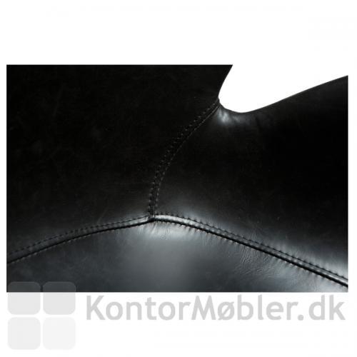Gaia kontorstol med sort kunstlæder polstring i høj kvalitet.