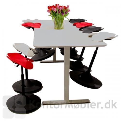 Backapp Hipp ståstøttestol til mødebordet