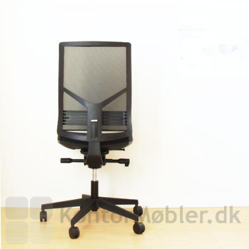 Omnia kontorstol med højdejusterbar ryg og polstring i sort polyester Mesh