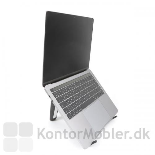 Med Contour Labtop stand får du sin bærbare computer eller tablet op i øjenhøjde