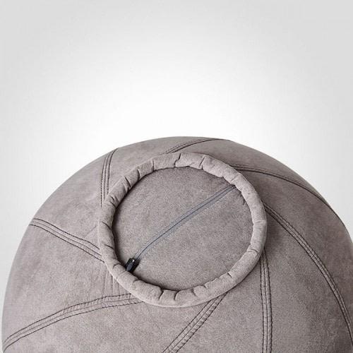 Matting balancebold i blød alcare polstring har en ring under sig, som sikrer, at den står fast på gulvet