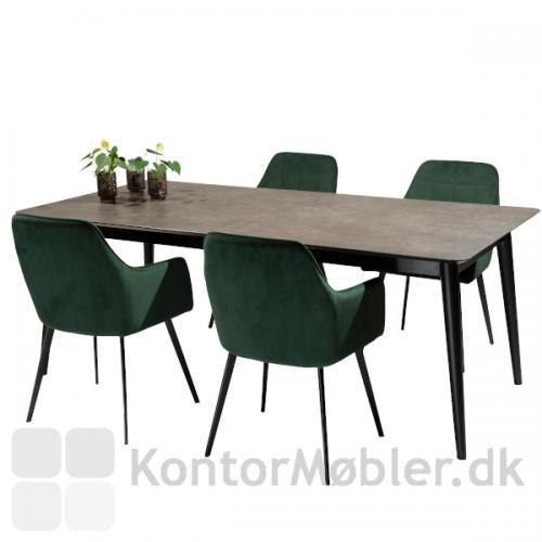 Embrace velour stol i grøn, rundt om Passo bord