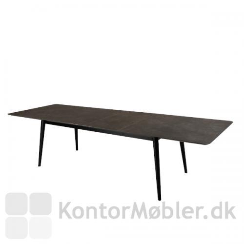 Passo Mødebord fra Dan-Form med udtræksplade 200/300x100 cm. Keramisk grå bordplade