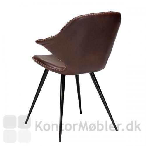 Karma restaurantstol fra Dan-Form i cocoa vintage kunstlæder og sorte koniske ben