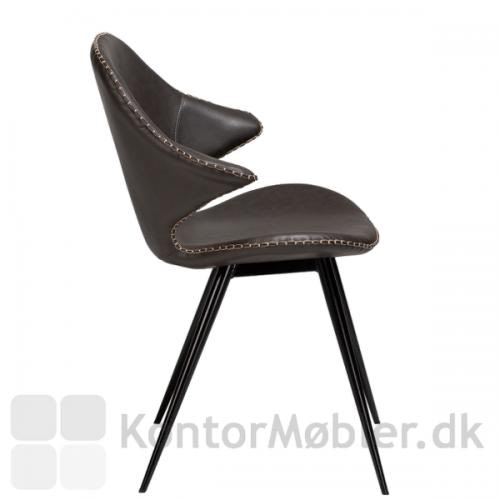 Karma restaurantstol fra Dan-Form i grå vintage kunstlæder med sorte ben