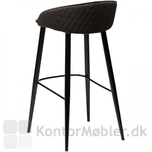 Dan-Form Dual barstol med ryglæn i blød velour og med diamant-mønstret ryg.
