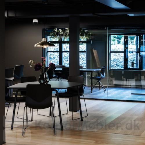 FourSure kantinestol på meder til kantine og mødelokale