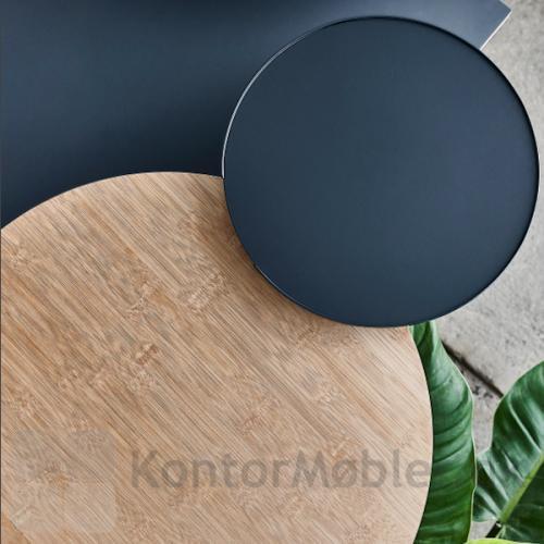 Rundt bord med bordbeslag i tre forskellige størrelser og farver. Få ekstra plads på dit skrivebord.