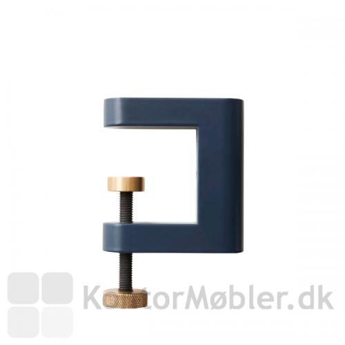 APTO Flowerhouse fastsættes med 4 APTO Multiklemmer i sort, grøn eller blå