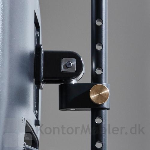 Justerbar monitorholder til skrivebordet kan nemt indstilles i højden, så du kommer til at sidde i den helt rigtige ergonomiske stilling på din arbejdsplads.