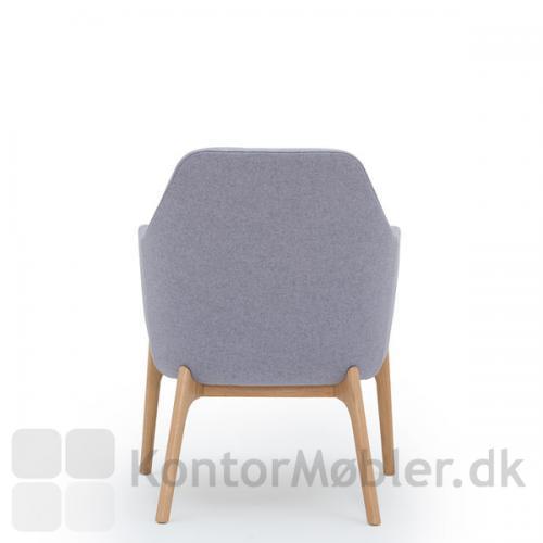 Harc Tub loungestol med lav ryg og egetræsben - flot og enkel ryg