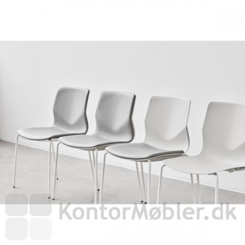 Four Sure kantinestol og mødestol i hvid med hvidt stel. Her vises mulighederne for polstring: fuldpolstring, indersidepolstring, sædepolstring og uden polstring.